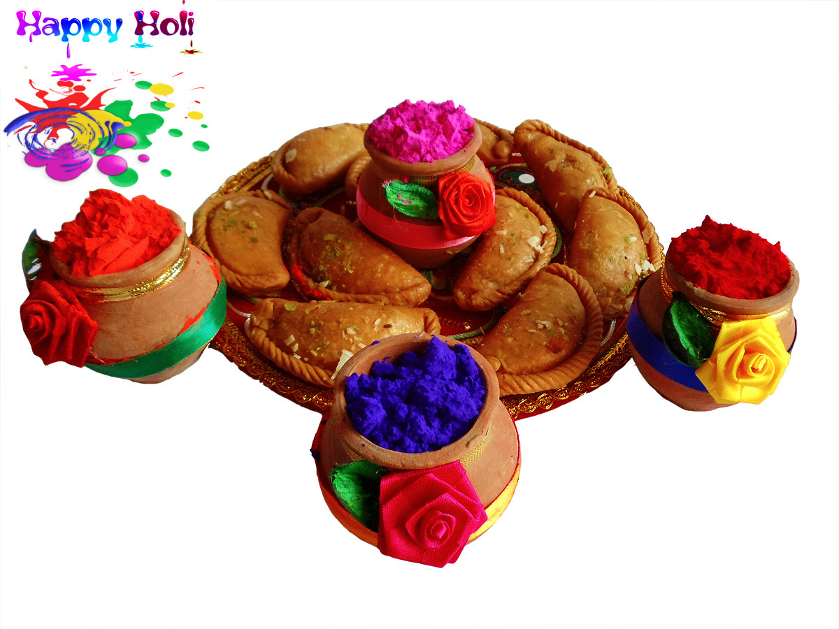 holi gujiya and color