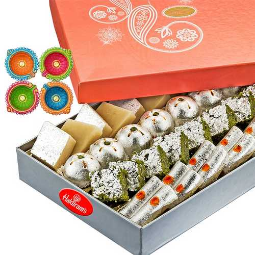 1kg Mixed Diwali Sweets with 4 Diyas for Diwali