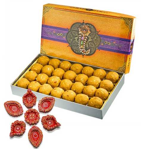 Besan Laddu 450g with 7 Decorated Diwali Diyas