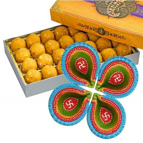 450g Besan Laddu with 4 Decorated Diwali Diyas