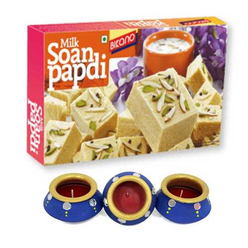 Milk Soan Papdi 250g with 3 Colorful Matki Diyas