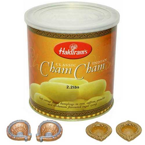 Haldiram's Chamcham with 4 Decorated Diwali Diyas