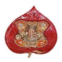 Hanging Ganesha on Peeper Leaf