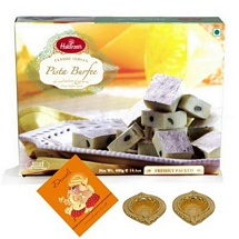 Pista Barfi 400g Pack with 2 Diyas and 1 Card for Diwali