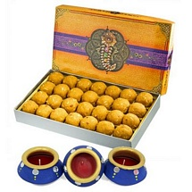 Besan Laddu 450g with 3 Decorated Matki Diyas for Diwali
